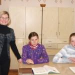 По программе школы и жизни обучает детей учитель-дефектолог Устерховской школы Инна Русанова