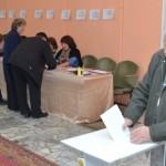 Голосование на выборах Президента Беларуси стартовало сегодня на избирательных участках. Предлагаем фоторепортаж с некоторых участков, где уже побывали наши корреспонденты.