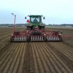 В хозяйствах Глусского района продолжаются весенние полевые работы