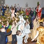 Благотворительная рождественская елка собрала 6 января в Глуске детей из многодетных семей и детских домов семейного типа