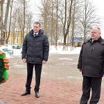 С возложения венков и цветов на Аллее Славы начались в Глуске торжественные мероприятия, посвященные Дню защитников Отечества и 100-летию Вооруженных Сил Республики Беларусь