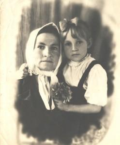Розалия Малевич (Русецкая) с дочерью Валентиной
