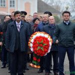 В честь годовщины Октябрьской революции в Глуске возложили цветы на Аллее Славы (фоторепортаж)